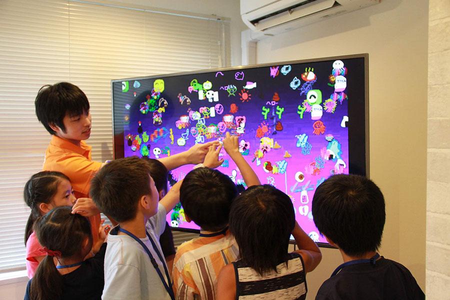 英語学童で体験できる英語とプログラミング